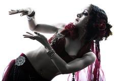 Baile árabe de la bailarina de la danza del vientre de la mujer Imágenes de archivo libres de regalías