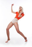 Baile activo atractivo de la mujer en estudio Fotos de archivo libres de regalías