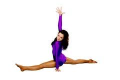 Muchacha adolescente del deporte que hace estirando ejercicios. Foto de archivo libre de regalías