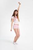 Baile adolescente feliz de la muchacha Foto de archivo libre de regalías