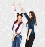 Baile bonito sonriente feliz de los adolescentes Imagen de archivo