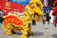 Baile chino del león Imágenes de archivo libres de regalías