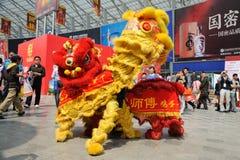Baile chino del león Fotos de archivo