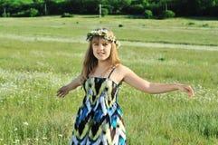 Baile de la margarita adolescente Imagen de archivo libre de regalías