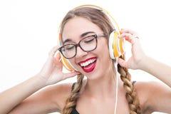 Baile de la muchacha del adolescente de la música con headhphone Foto de archivo