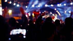 Baile de la muchedumbre en el concierto (nueva serie +10) metrajes
