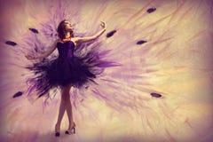 Baile de la mujer Fotografía de archivo libre de regalías