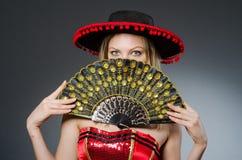 Baile de la mujer con las fans Fotos de archivo libres de regalías