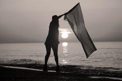 Baile de la señora con una bandera Foto de archivo