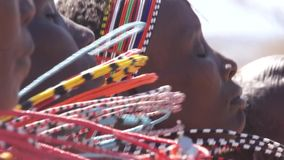 Baile de las mujeres de las tribus de Samburu Danza tradicional de Samburu almacen de video