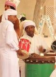 Baile de los hombres de Emirati Imagenes de archivo