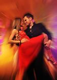 Baile de los pares en el club de noche Foto de archivo libre de regalías