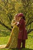 Baile de los pares en el jardín Imagen de archivo