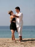 Baile de los pares en la playa Fotografía de archivo