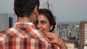 Baile de los pares en zona urbana almacen de metraje de vídeo