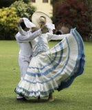Baile de marinera, danza peruana típica imagen de archivo