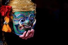 Baile de Tailandia de la cultura del arte en khon enmascarado en el ramayana de la literatura, mono cl?sico tailand?s enmascarado imagenes de archivo