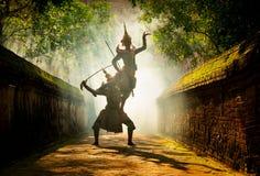 Baile de Tailandia de la cultura del arte en khon enmascarado en ramaya de la literatura imagen de archivo