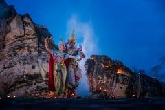 Baile de Tailandia de la cultura del arte en khon enmascarado en ramaya de la literatura imagenes de archivo