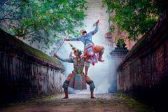 Baile de Tailandia de la cultura del arte en khon enmascarado en ramaya de la literatura fotos de archivo