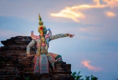 Baile de Tailandia de la cultura del arte en khon enmascarado en ramaya de la literatura imágenes de archivo libres de regalías