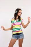 Baile del adolescente con el auricular Foto de archivo libre de regalías