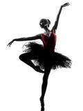Baile del bailarín de ballet de la bailarina de la mujer joven Foto de archivo libre de regalías