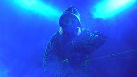 Baile del hombre con el laser 4k metrajes