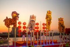 Baile del león en Año Nuevo chino. Foto de archivo