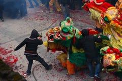 Baile del león y baile del dragón en China rural Fotos de archivo libres de regalías