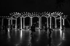 Baile en la noche fotografía de archivo