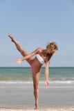 Baile en la playa Foto de archivo libre de regalías