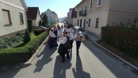 Baile en un día soleado en la calle