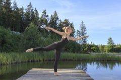 Baile en una pera Fotos de archivo libres de regalías