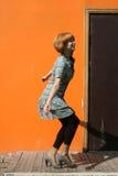 Baile feliz de la muchacha al aire libre Imagen de archivo libre de regalías