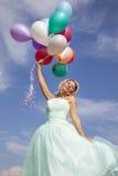 Baile hermoso, feliz de la mujer con los globos Fotografía de archivo libre de regalías