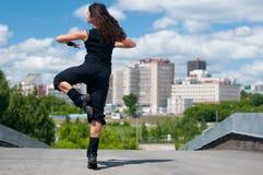 Baile hermoso hip-hop de la muchacha Imágenes de archivo libres de regalías
