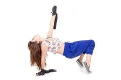 Baile hispánico joven de la muchacha en el piso Imagenes de archivo