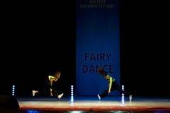 Baile joven de la muchacha de la bailarina en etapa Fotografía de archivo