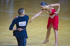 """Baile los pares programa americano del †de Vyacheslav Kleschenok y de Viktoriya Kleschenok Performs Adult Latin """" imagenes de archivo"""