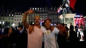 Baile masculino de los pares después de la victoria de Francia para la FIFA final metrajes