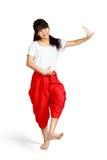 Baile sonriente de la muchacha del adolescente con estilo tailandés Fotos de archivo