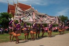 Baile tailandés tradicional en el festival 'Boon Bang Fai' de Rocket Imagenes de archivo