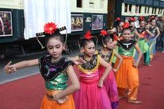 Baile tradicional de los niños Imagen de archivo libre de regalías