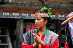 Baile tradicional del bailarín de Batak en la isla de Samosir Fotos de archivo libres de regalías