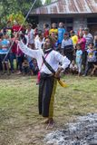 Baile tradicional entre combates de boxeo foto de archivo libre de regalías