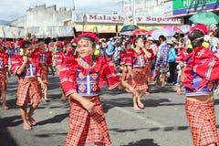 Baile tribal Bukidnon Filipinas de la calle Imágenes de archivo libres de regalías
