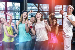 Baile y sonrisa aptos del grupo Fotografía de archivo libre de regalías
