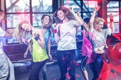 Baile y sonrisa aptos del grupo Fotografía de archivo