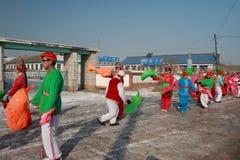 Baile Yangge en China del norte durante Año Nuevo fotografía de archivo